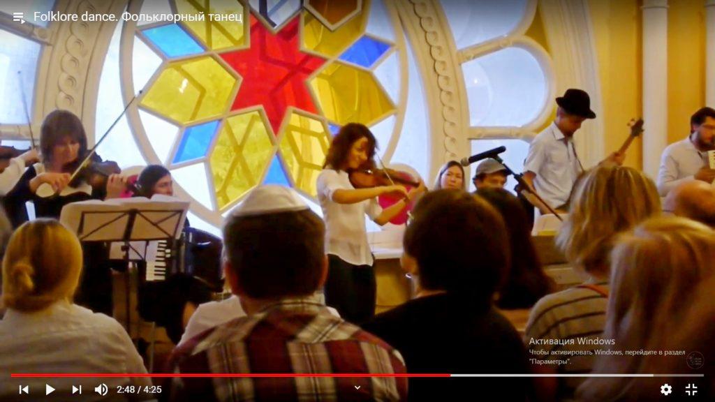 Скрипка, фольклорный танец